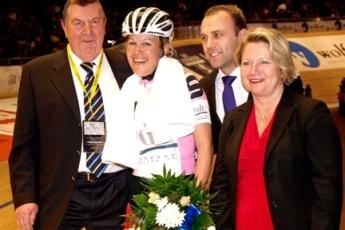Madeleine Sandig gewann Auftaktrennen der Damen, ein 40 Runden Punktefahren. (Foto: madeleine-sandig.de)